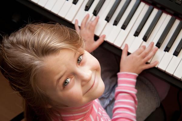 keyboards-girl